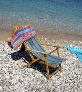 [www.freeimages.com] deck-chair-2-356294-m
